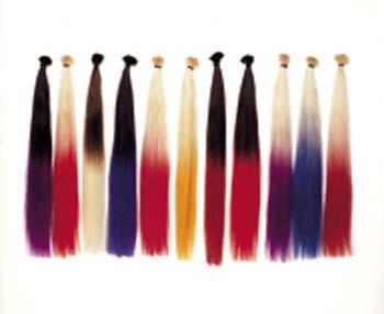 Zweifarbig gefärbtes Haar